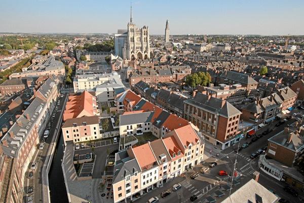 Vue du haut la ville d'Amiens