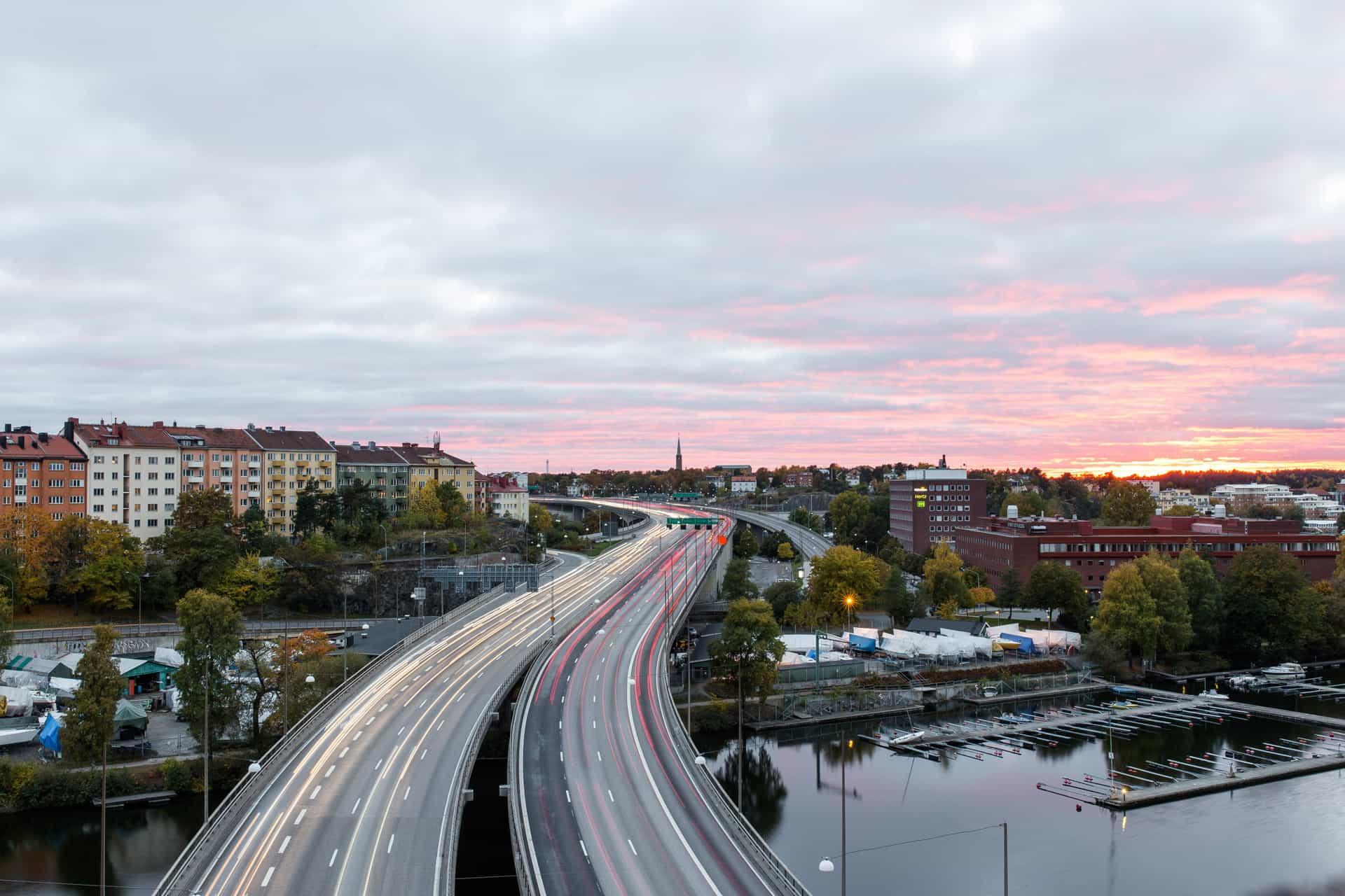 image ville et autoroute avec l'info trafic