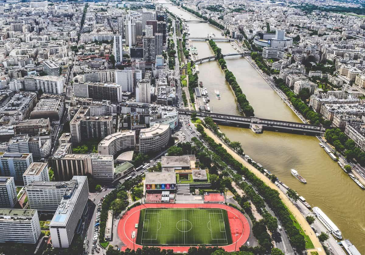 Le Seine et vue sur les immeubles de Paris