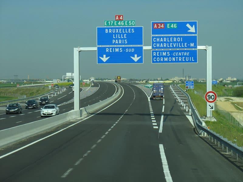 Autoroute A4 avec peu de trafic à Reims